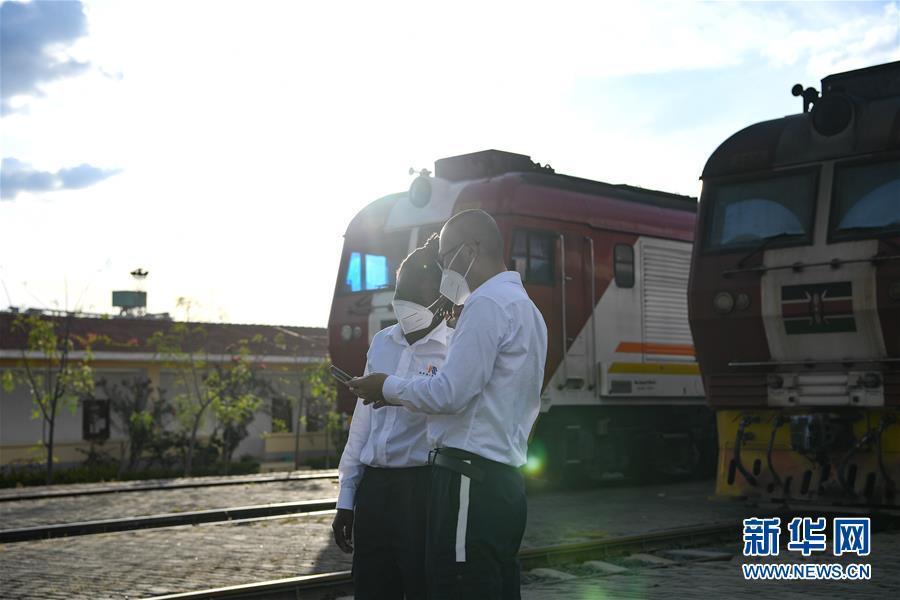 (国际·图文互动)(9)通讯:蒙内铁路上的异国师徒情