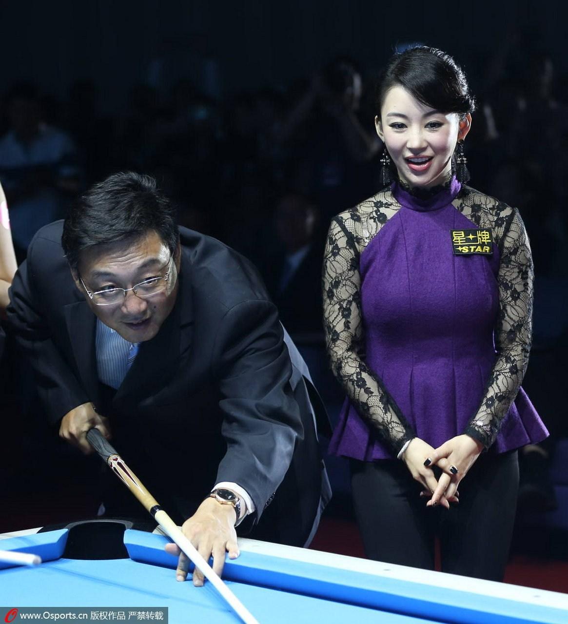 女子九球世锦赛媒体见面会:众美女选手出席潘晓婷