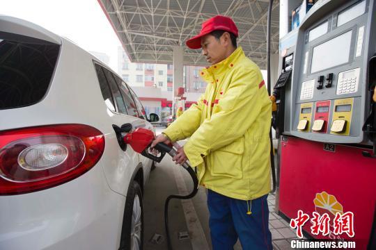 """国内成品油价格或将上调 年末""""三连涨""""概率大"""