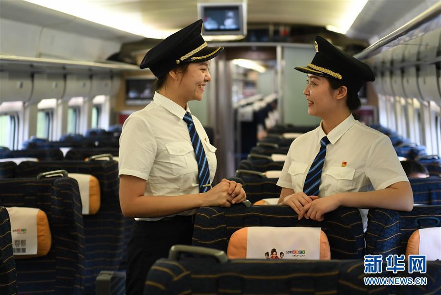 (社会)(9)国内铁路将迎来首批女动车组司机