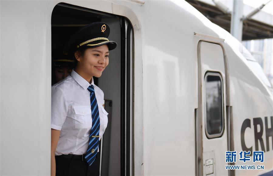 (社会)(10)国内铁路将迎来首批女动车组司机