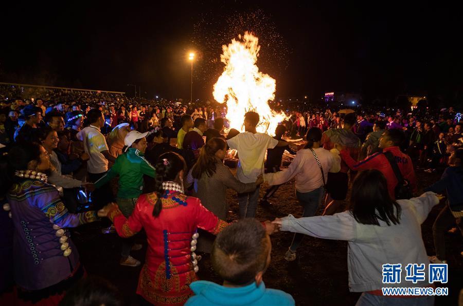 四川布拖:彝族群众欢度火把节